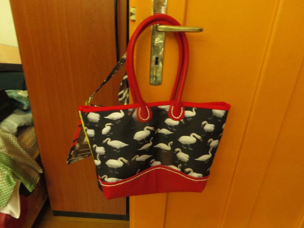 handbag swan black